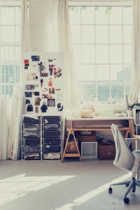 What can the quarters of a burgeoning fashion startup look like? This is the Everlane Studio in San Francisco